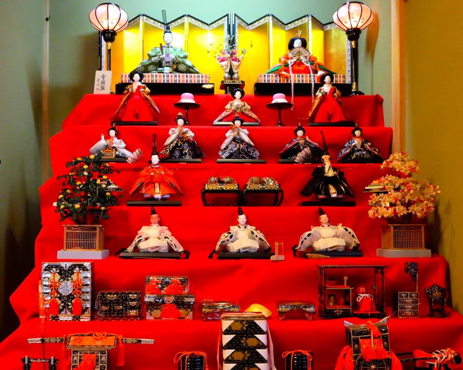 雅びな御所の様子を伝える京都有職雛人形七段飾り 撮影 三和正明
