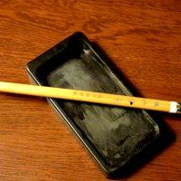 楓が柾樹への手紙に使用した硯と小筆 撮影 三和正明